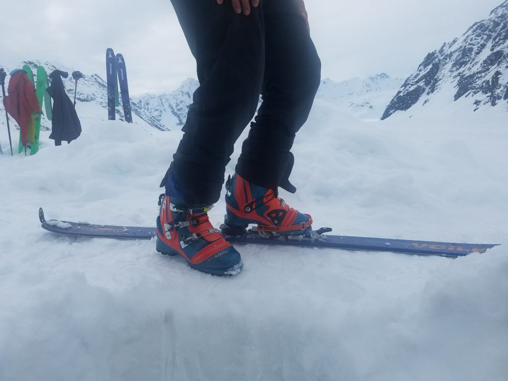 Broken binding-ski-expedition