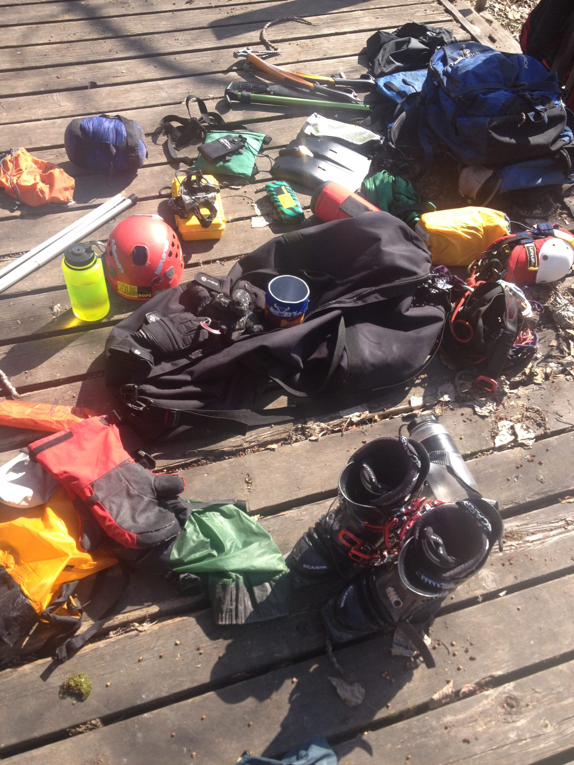 disorganized packing-ski-expedition