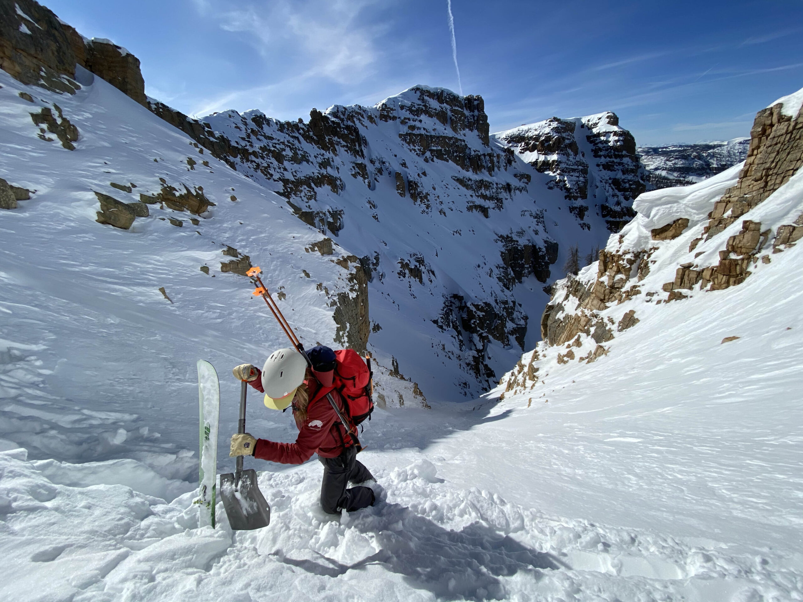 guided_ski_tours_utah_snow_pit_digging