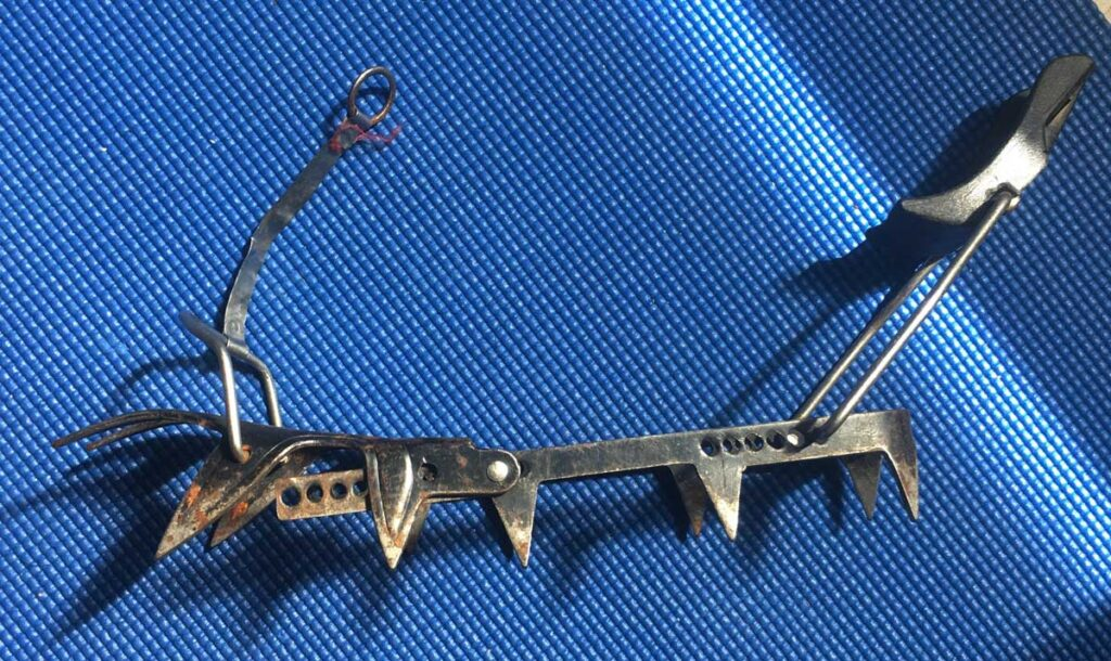 Telemark-Ski-Mountaineer-Grivel-fully-rigid-crampons